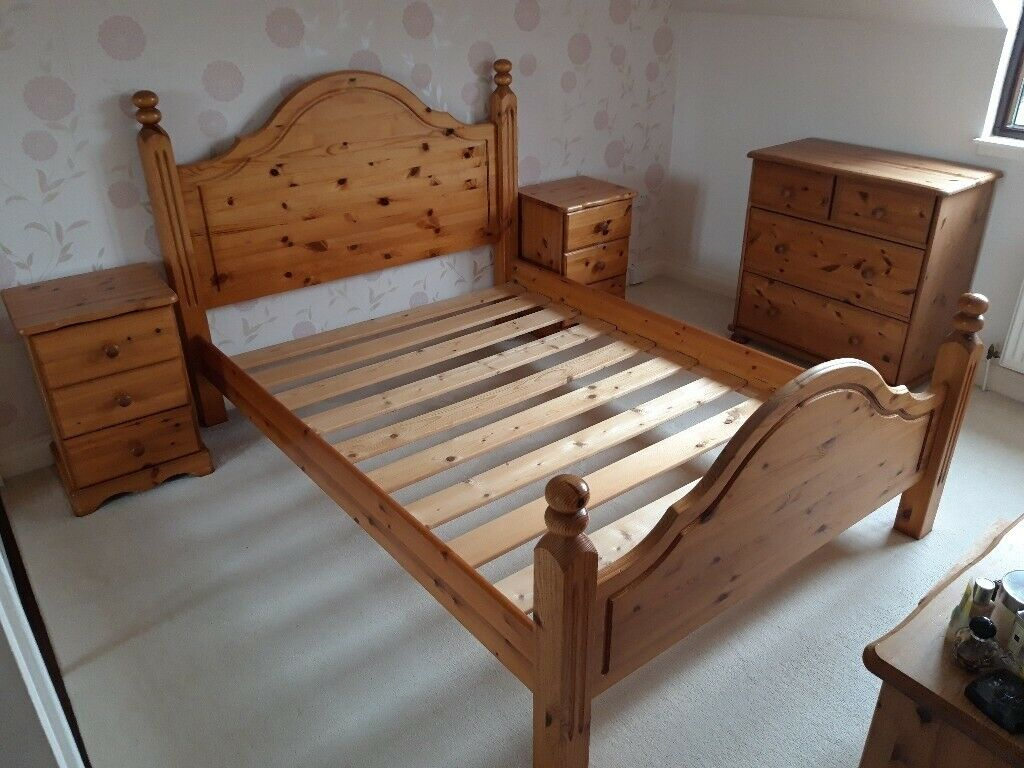 Traesko Pine Bedroom Furniture Set