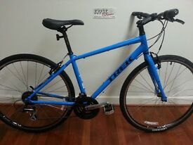 Mens Hybrid Trek FX 7.2 BLUE with D-Lock ***AS GOOD AS NEW*** less than 12 months old