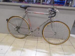 Vélo de route CCM 23'' - 0916-7