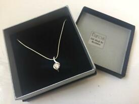 Ladies silver costume jewellery necklace brand new