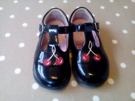 Girls Start-rite shoes size 5 1/2 G