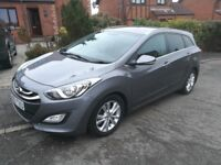 2013 Hyundai i30 Style Estate Navigation Blue Drive Crdi 72 mpg £30 a year road tax stunning