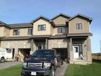 3 BD END UNIT TOWNHOME IN AMHERSTVIEW! 141 Simurda Crt