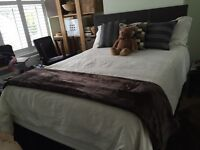 King-size bed 4 drws + 2 leather bedside tables