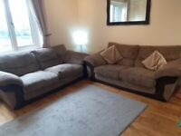 Lovely sofa set. Great condition and so comfortable!!