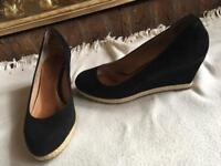 5TH avenue ladies wedge heels shoes suede black size: 7/40 used one time £8