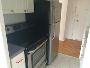 1 bedroom, large, completely reno.  SUPERB locationSep / Oct 01