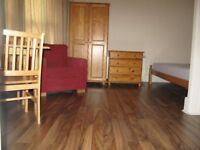 First Floor Studio Flat to Let on Mansfield Road, Ilford IG1 3BB