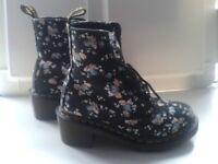 Dr Martens Black Floral Heeled Boots - Size 3 - LYNN