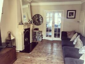 LARGE DOUBLE ROOM IN FRIENDLY HOUSE WITH GARDEN FREE PARKING NR TRAIN STATION & MOTORWAY