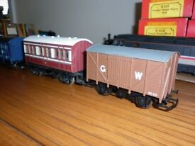 OO GAUGE MIX OF 7 TRUCKS AND COACHES PLYMOUTH AREA £20