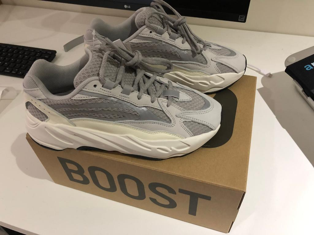 8416575124bcf Yeezy boost 700 V2 static very RARE!!