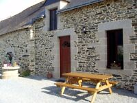 3 Bedroom Holiday Cottage With Heated Swimming Pool Noyal-Pontivy, Near Pontivy, Morbihan, France
