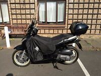 HONDA SH 125, LOW Mileage under 9000 mil, New MOT, NEW Battery plus a LOT of Accessories