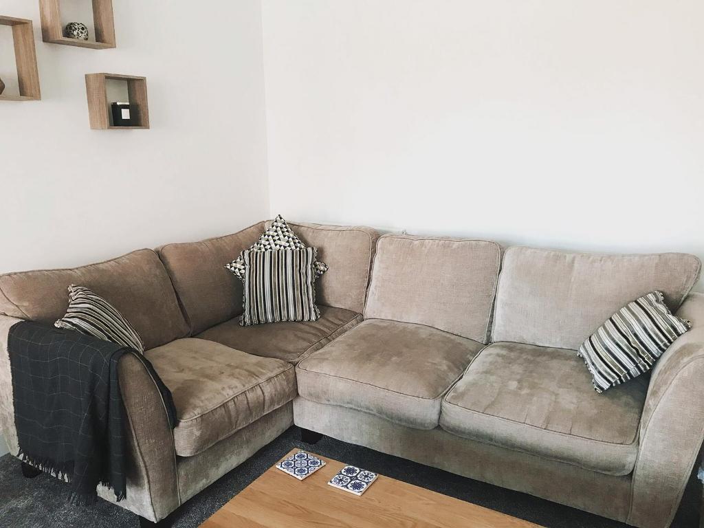 cheaper a204f 98bf9 Corner Sofa / Corner Settee | Was £1,400 | in Mosborough, South Yorkshire |  Gumtree