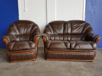 ITALIAN BROWN LEATHER LOUNGE SUITE 2 SEATER SOFA / SETTEE & ARMCHAIR / CHAIR WOODEN TRIM CAN DELIVER