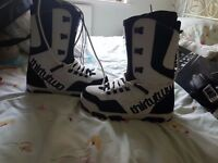 Thirty two snowboard boots. size 10