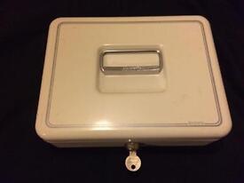Metal cash lock box