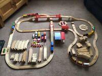 BRIO - COMPATIBLE WOODEN TRAIN SET - BUNDLE 146 PIECES - HOURS OF FUN - VGC