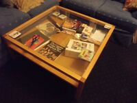 "Coffee table for sale 40"" x 40"" x 15.5"" (102 x 102 x 40 cm)"