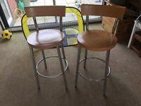2 x bar / kitchen stools