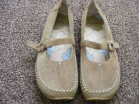 Hush Puppies Suede Shoes Size 5