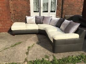 GREY AND WHITE LEATHER CORNER SUITE VERY MODERN RARELY USED LIKE NEW BARGAIN AT £399 FREE DELIVERY