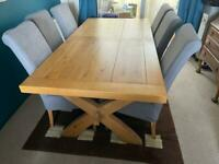 Beautiful real oak wood dinning table and 8 chairs!