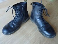 Ladies / Girls Dr Martens (DMs) boots size 2 / 34