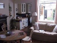 Large double room in quiet street in Beeston, near Nottingham University and QMC