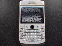 2 x Blackberry phones. Spares or repairs