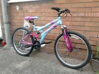 For sale Bike for girls 8-14 years old 24 size wheel.