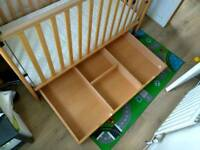 Cot Mama's and Papa's - Wood - With rolling DRAWER and MATTRESS included