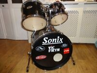 Sonix 5 piece Drum Kit with Hardware & Brand New Mapex Mars Drum Pedal (No Cymbals)