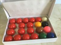 A complete set of snooker balls very good condition, housed in the original box.