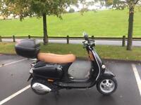 Vespa 125cc * Low Mileage * Black / Tan leather * cbt learner legal commuter moped et4