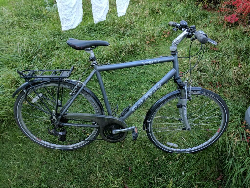 Raleigh Pioneer 2 hybrid/town bike bicycle.