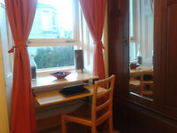 Double Room in a comfy flat in central Edinburgh , Polwarth near haymarket.Bills included.
