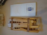 Babies 'R' Us swinging crib with mattress. Immaculate conditon. Smoke and pet free home.