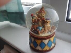 SNOW GLOBE, MUSICAL TEDDY FAMILY -REAL GLASS