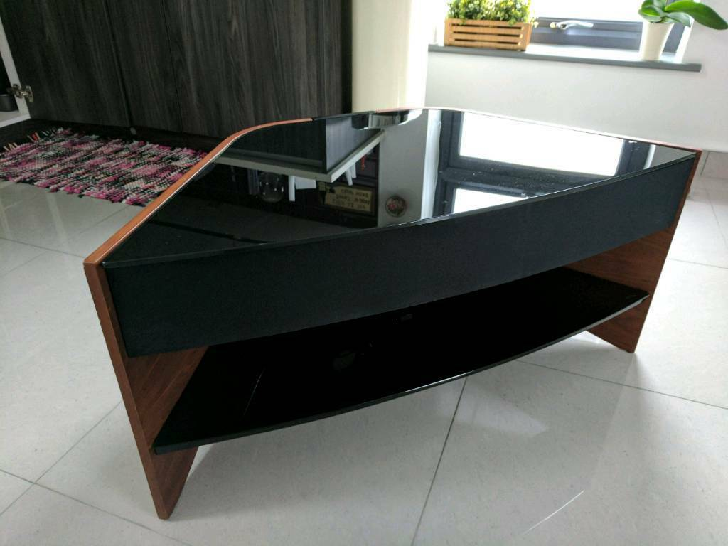 Exhibition Stand Gumtree : Corner tv stand with soundbar in forest hill london