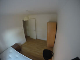 Very Bright single room in Upton Park. 4 mins walk to the station. Great connection with CITY LODNON