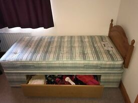 Single divan bed with drawer. Excellent condition!!