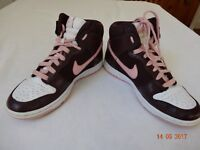 Nike High Top Trainers / Woman (Size 4)