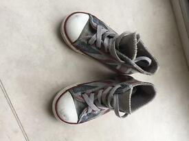Infant size 8 high top converse