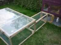 rabbit run 5x3ft, perspex roof (used but excellent condition)