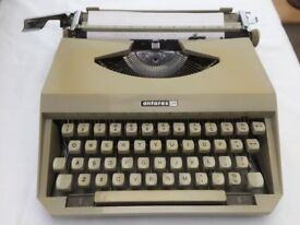 Antares Capri portable vintage typewriter (1960's)