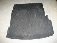 GENUINE JAGUAR XE BOOT LINER - RUBBER