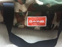DAKINE CAMOUFLAGE 52 LITRE HOLDALL DUFFLE SPORTS TRAVEL BAG SKATE SNOWBOARD