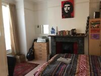 Double bedroom for summer let - Acton Town - £600 PCM - Bills included!
